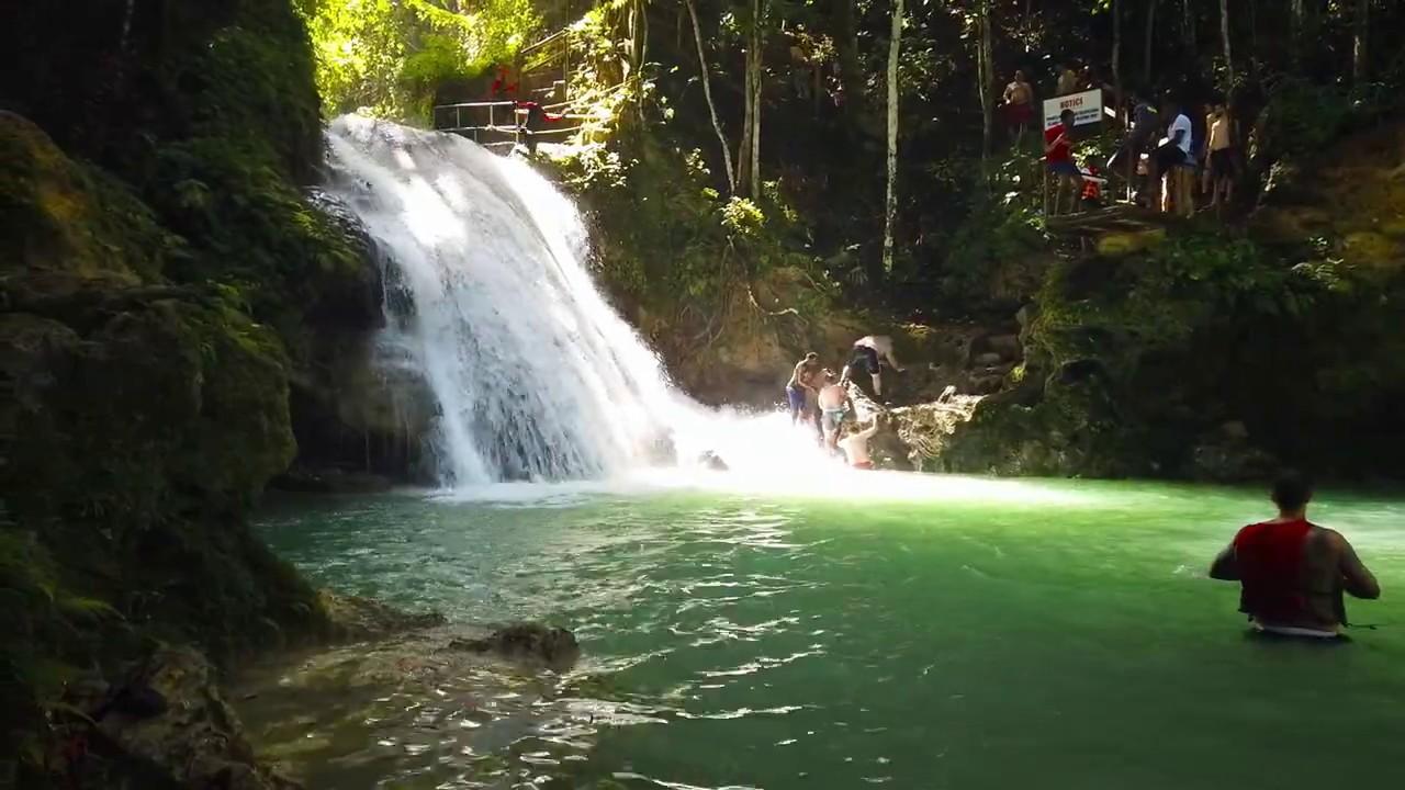 Wodospad w lesie czyli Cool Blue Hole