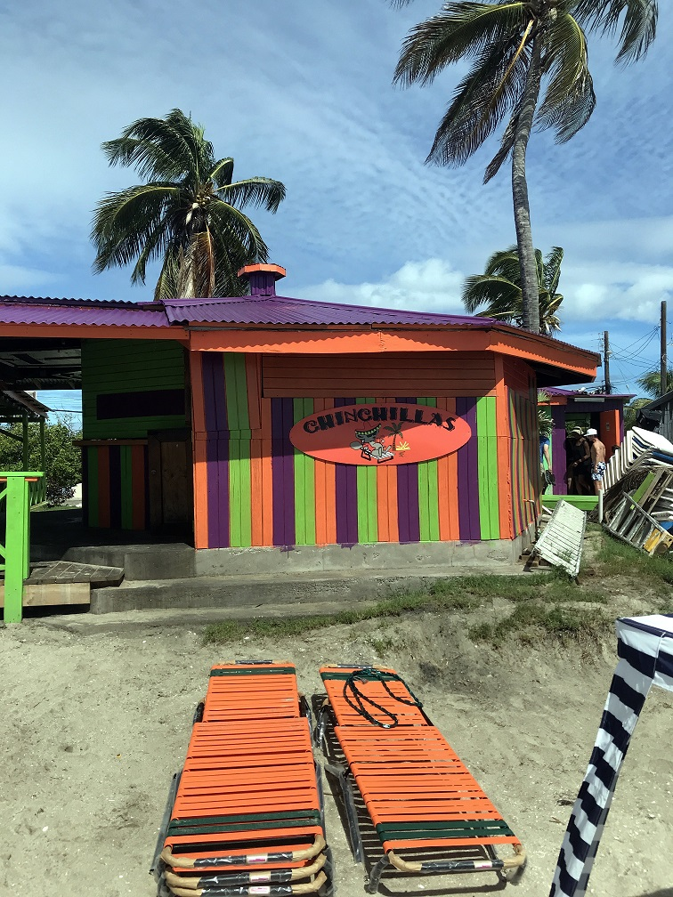 Bar Chinchilla's na plaży Frigate Bay